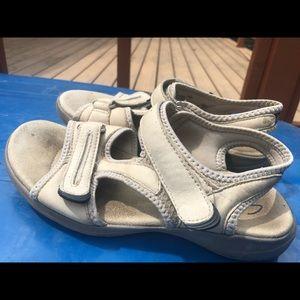 Clarks Women's Tan Leather Sport Sandsls Size 6M